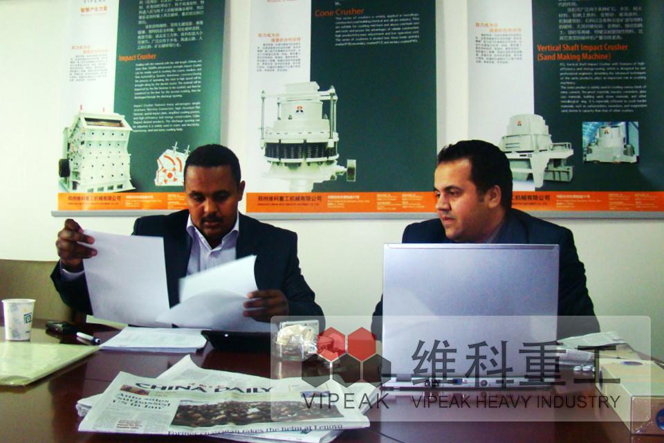 利比亚客户签合同现场
