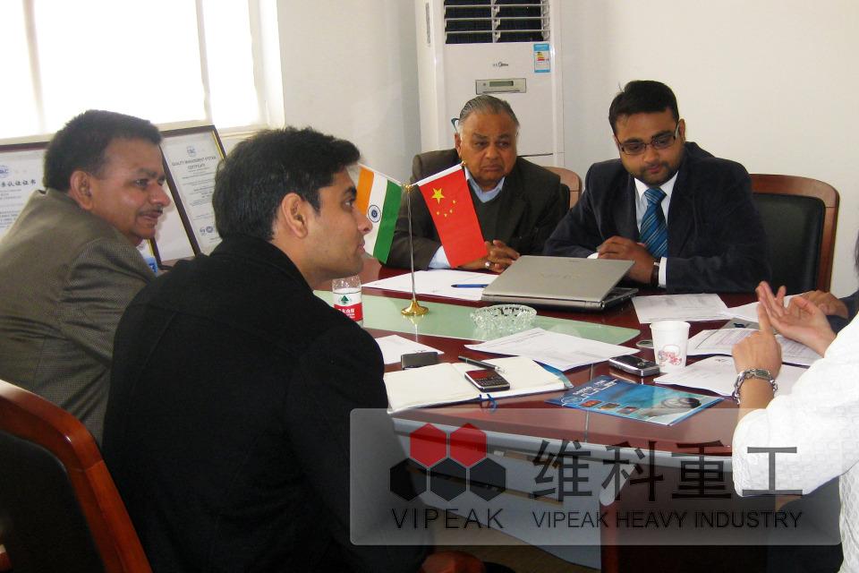 与印度客户洽谈合作